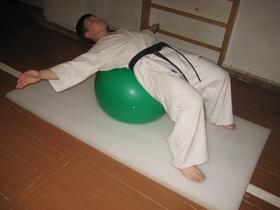Упражнения с мячом Фото 10 а