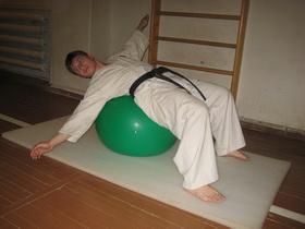 Упражнения с мячом Фото 10 б