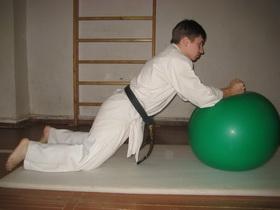 Упражнения с мячом Фото 11 а
