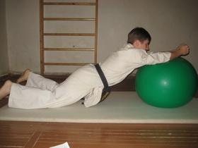 Упражнения с мячом Фото 11 б