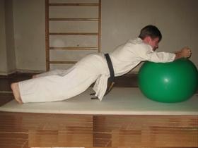 Упражнения с мячом Фото 11 г