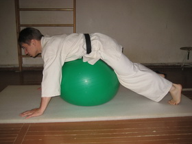 Упражнения с мячом Фото 13 а