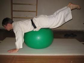 Упражнения с мячом Фото 13 б
