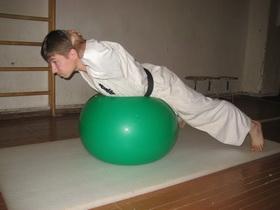 Упражнения с мячом Фото 14
