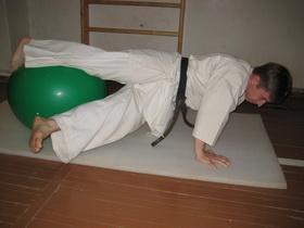 Упражнения с мячом Фото 17