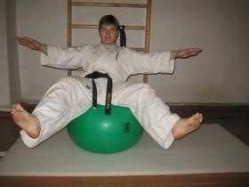 Упражнения с мячом Фото 18 а