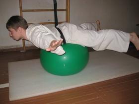 Упражнения с мячом Фото 18 в