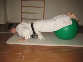 Упражнения с мячом 2